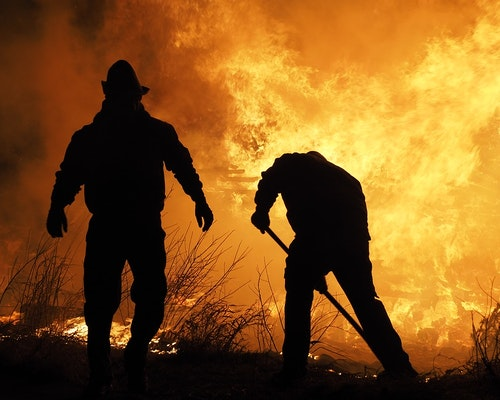13 Homes Lost, Hundreds Evacuated Due to Wildfire in Arizona Mining Town
