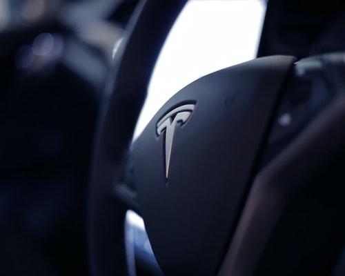 Tesla On Autopilot Crashes Into Florida Police Car